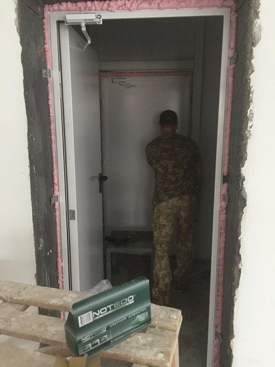 Монтаж одностворчатых противопожарных дверей