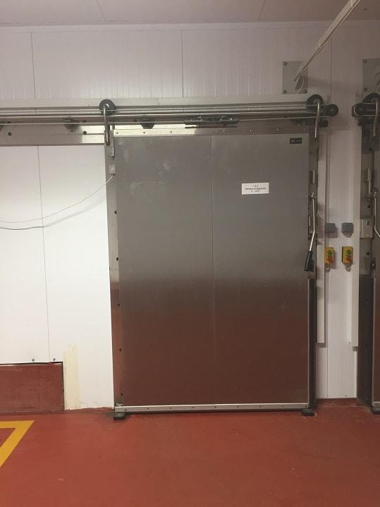 Монтаж откатных холодильных дверей в Волгограде.