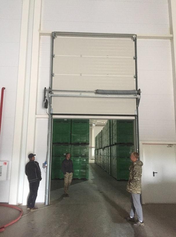 Монтаж секционных промышленных ворот различных видов